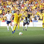 fabulos incredibil fantastic romania -anglia 4-2  rezumat video