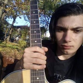 Iulian Stan, chitaristul ploiestean ,  vrea să-i calce pe urme idolului sau ... Slash.