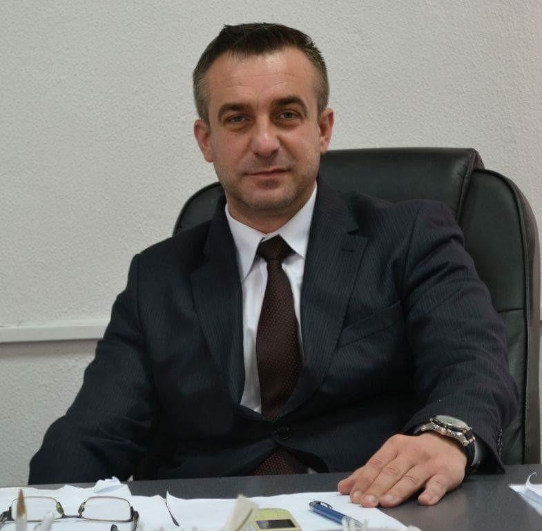 Cezar Stoichiu (director CSM Ploiesti ) , asteapta cu optimism noua lege a sportului .