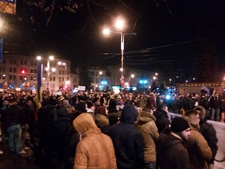 Peste 10 000 ploieşteni au protestat sâmbătă împotriva Guvernului si OUG 13