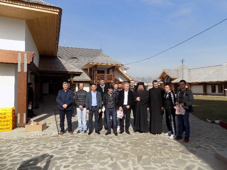 Informare de presa Penitenciarul Ploiesti . 12 detinuti au fost in vizită la Mănăstirea Turnu Prahova