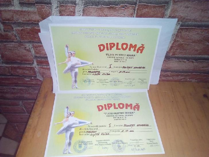 """Majoretele de la Ploieşti Dancer, au obţinut două premii (locul 1) la Concursului naţional de dans """"Flori pentru mama """"."""