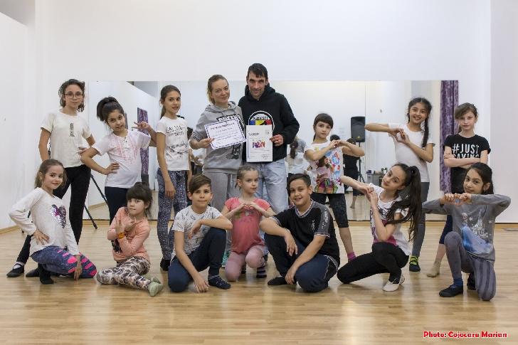 """În vizită la Şcoala de dans """"Studio Elite Dance """"Ploieşti.(foto si video )"""