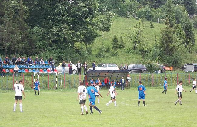 Sancţiuni ale AJF Prahova după incidentele de la meciul dintre Oţelul Larissa – Podenii Noi din Liga B Prahova.
