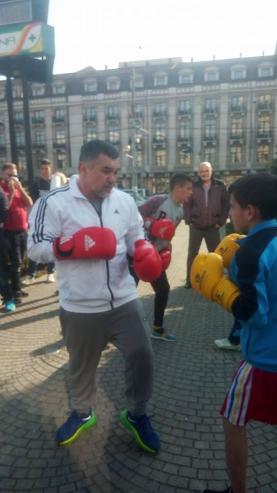 Sportivii legitimaţi la CSM Ploieşti s-au antrenat (iar) în stradă . (foto si video ).