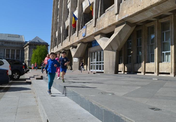 Sportivii de la CSM Ploieşti au continuat antrenamentele în fata Primăriei Ploieşti.