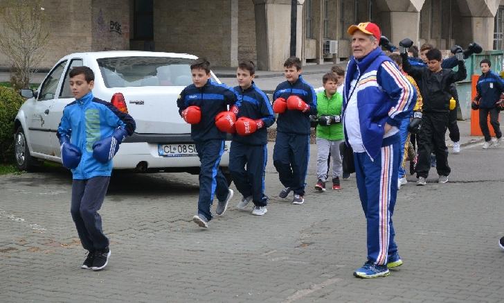 Sportivii de la CSM Ploiesti s-au antrenat...in fata Primariei Ploiesti .