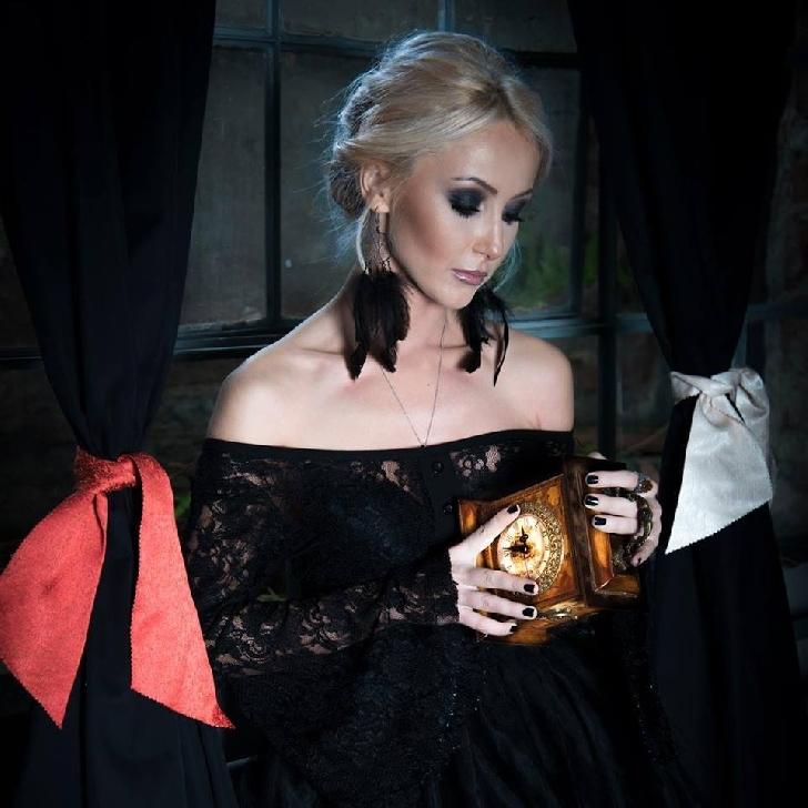 Nicoleta Dospinescu a renunţat în urmă cu un an la cariera muzicală pentru a se dedica în totalitate scrisului.