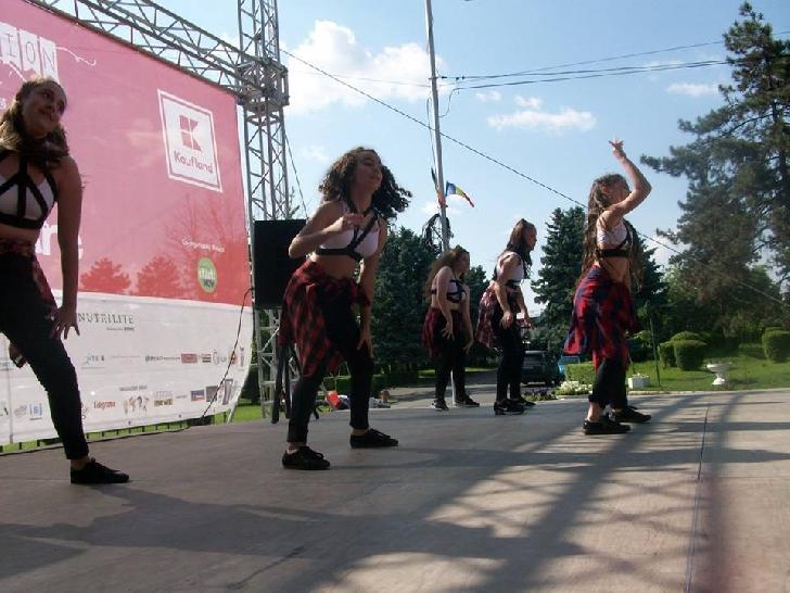 """Şcoala de dans """"JUST DANCE BY ESTAN RALUCA"""", grupa Bailando, a ocupat locul III  din V"""