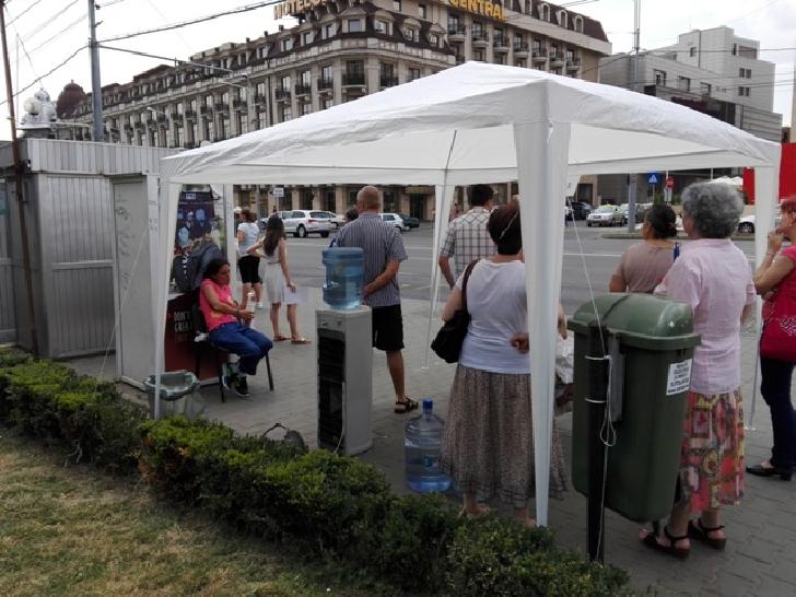 Primaria Ploiesti a suplimentat numarul corturilor cu dozatoare de apa