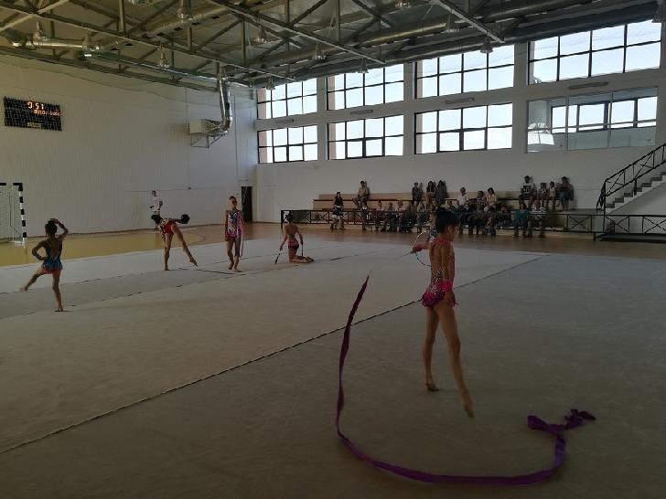 A fost deschisa prima tabără internaţională de gimnastică ritmică.