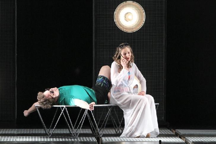 Spectacolul  RAZBOIUL NU A INCEPUT INCA, va fi prezent in cadrul celei de-a 27-a editii a Festivalului National de Teatru