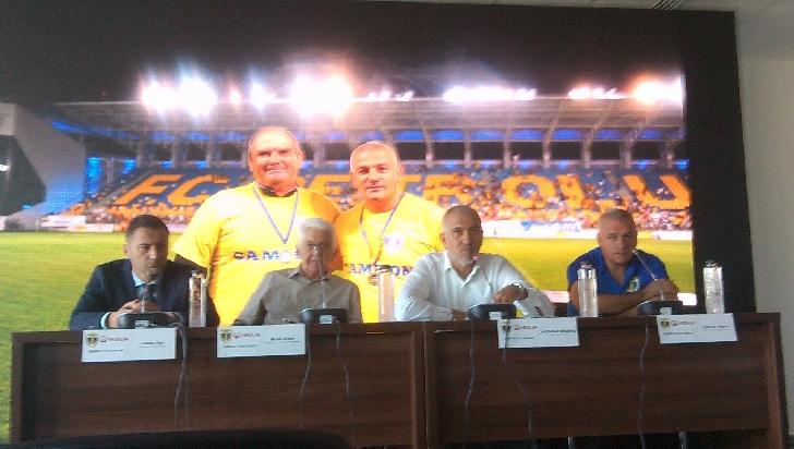 """Conferinţa de presă FC Petrolul Ploieşti. """"Avem nevoie de strategie pe termen scurt, mediu şi lung, pentru a construi. Lupii sunt puternici în haită, în sensul frumos al cuvântului"""" - Madalin Mihailovici."""