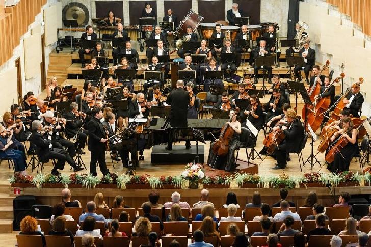 """S-a deschis stagiunea aniversară a Filarmonicii """"Paul Constantinescu """"Ploieşti"""