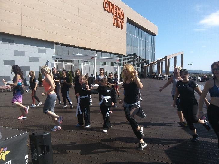 Miscarea a făcut bine pe terasa Ploiesti Shopping City. (foto şi video)