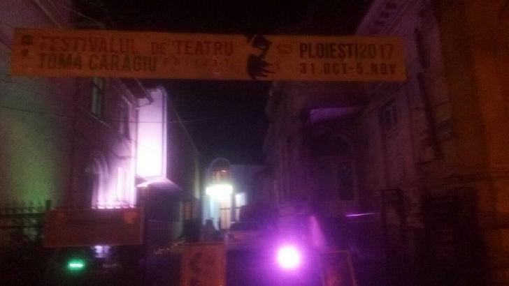 """Festivalul de teatru """"Toma Caragiu Ploieşti. Ziua a 2 a de festival, la fel de electrizanta ca prima"""