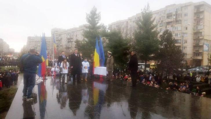 3000 ploiesteni au participat la parada de 1 decembrie. Nu au prea avut ce vedea