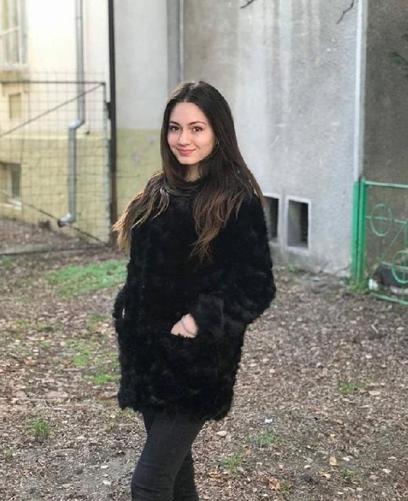 Delia Popa intre dans,muzica si modelling