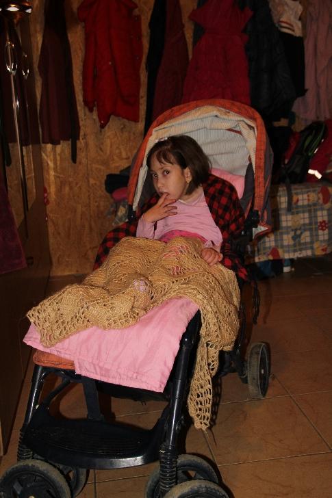 """Pentru Maria Pădure (8 ani), viaţa este o luptă cu """"sabia"""" deasupra capului"""