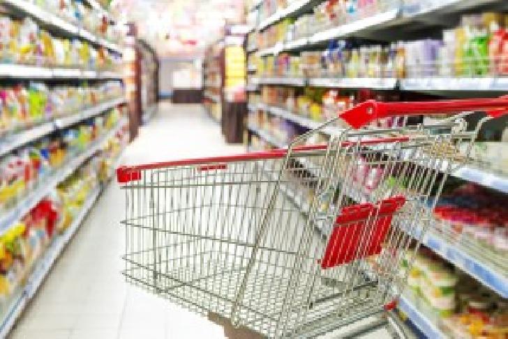Un bărbat a incercat   să vândă  un căruţ de transportat alimente