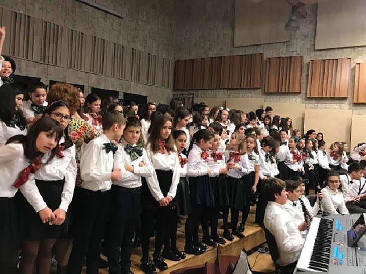 """Micii artişti pe scena Filarmonicii """"Paul Constantinescu"""" Ploiesti"""