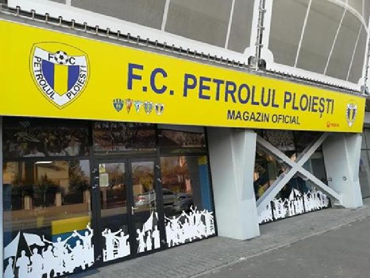 """Mos Craciun vine cu un cadou pentru suporterii """"lupilor galbeni """".Se deschide magazinul clubului Petrolul Ploiesti"""