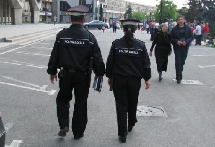 Poliţistă locala acroşată intenţionat cu maşina de un conducător auto