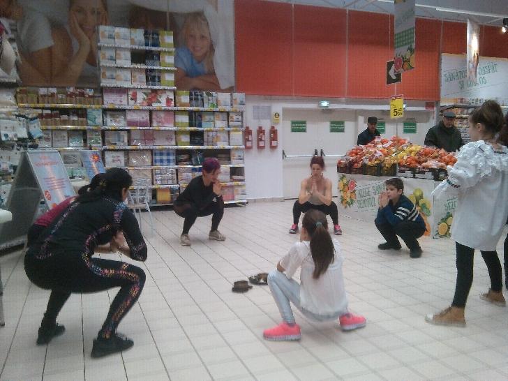"""Fitness Club Nico, demonstraţii de aerobic la """"Săptămână sănătăţii - Carrefour Ploieşti """"(video)"""