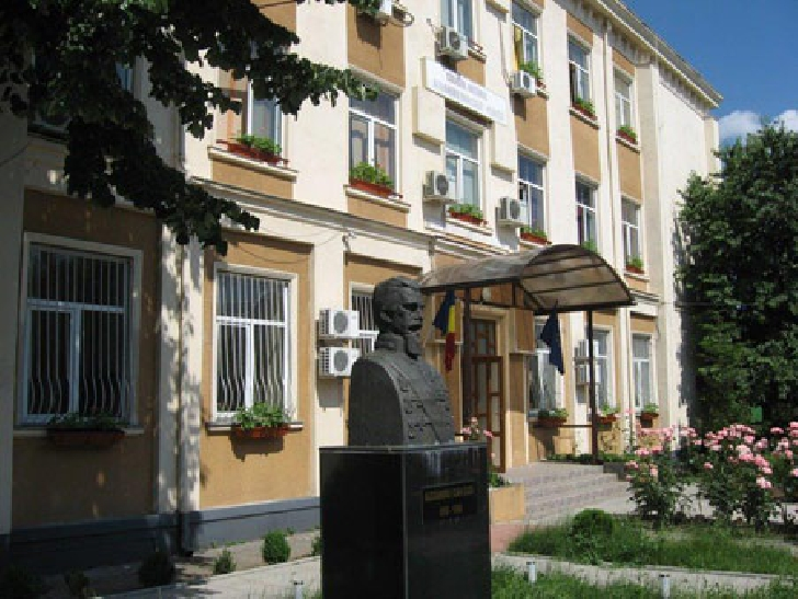"""Scandal la Colegiul Naţional """"Alexandru Ioan Cuza"""" din Ploieşti. Un elev nevăzător nu mai poate să se prezinte la ore"""