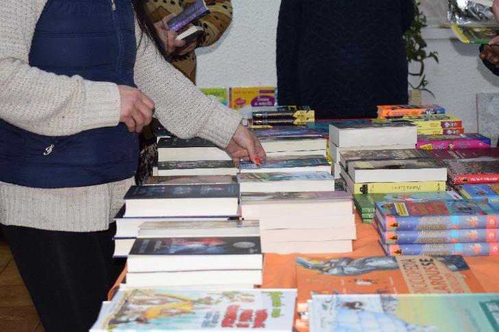 La Penitenciarului de Femei Ploieşti – Târgşorul Nou  a fost organizată o expoziţie de carte cu vânzare