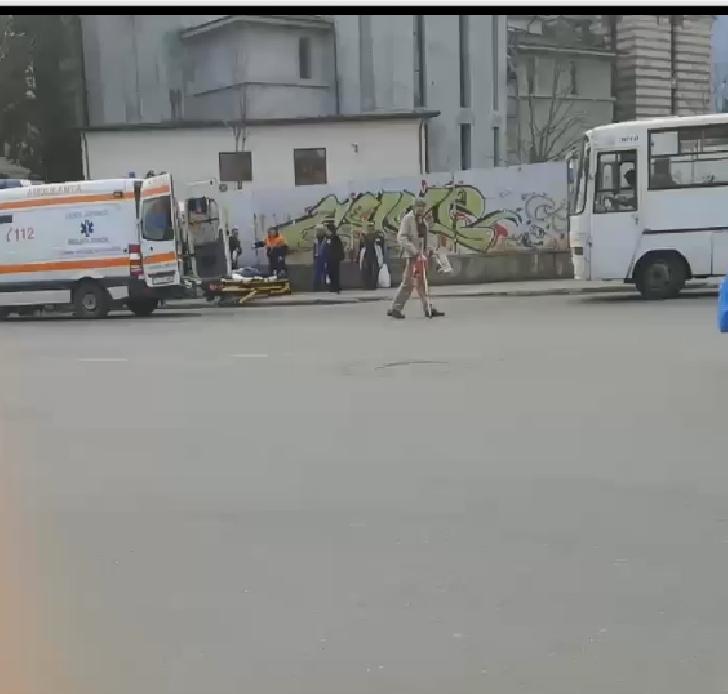 O batrana a lesinat in statia traseului 40 de la  Catedrala
