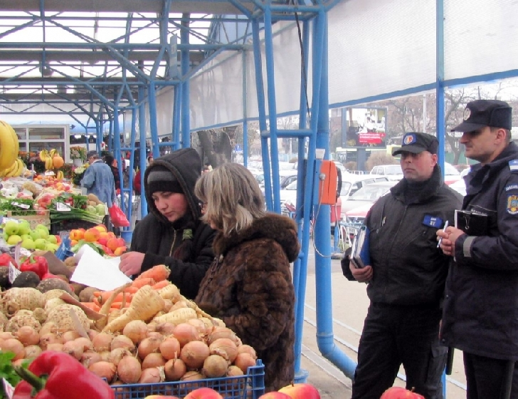 Comercianţi amendaţi pentru vânzarea de produse depreciate