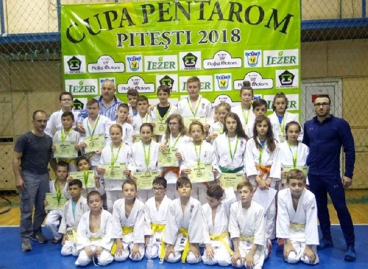 Micii judoka de la CSM-CFR-CSŞ Ploieşti, au obtinut 19 medalii la Cupa Pentarom