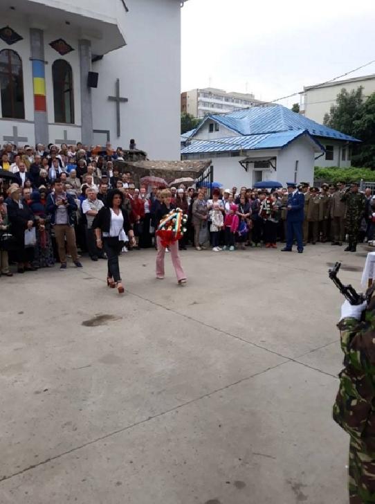 """Teatrul """"Toma Caragiu """"şi Filarmonica """"Paul Constantinescu """"Ploieşti au participat la manifestaţii prilejuite de Ziua Eroilor"""