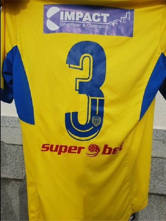 """Jean Prunescu, fundaşul """"lupilor galbeni """"îşi scoate tricoul de joc la licitaţie, pentru cazul Mayey Ştefan"""