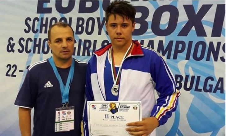 Boxerul Clubului Sportiv Municipal Ploieşti, Andrei Alexandru Constantin, a obţinut medalia de argint în cadrul Campionatelor Europene Şcolare pentru Cadeţi