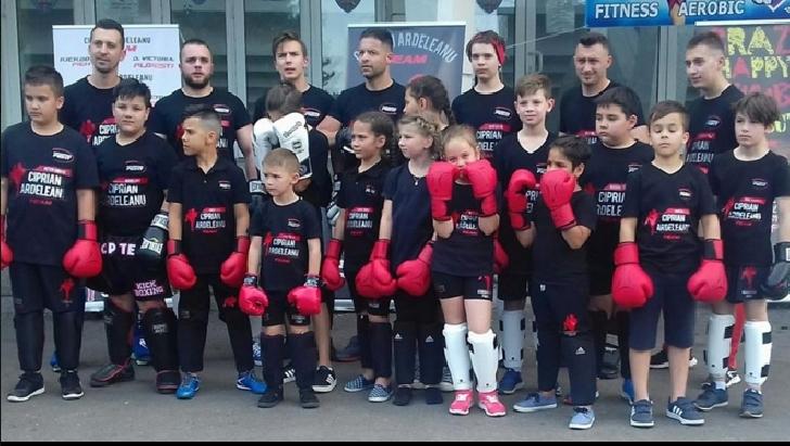 De Ziua Copilului, 3 sportivi de la Ciprian Ardeleanu TEAM (ACS Dinamo Victoria Ploieşti) vor participa la Campionatul Naţional de Freestyle Kickboxing, de la Rădăuţi