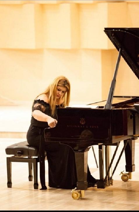 Super interviu cu cea mai buna pianista din Romania,IOANA MARIA LUPASCU .