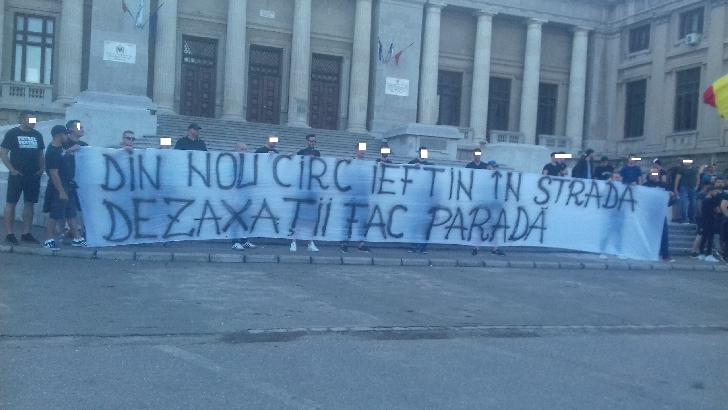 """Suporterii din Ploieşti ai echipei naţionale s-au întâlnit cu """"CAMARAZII """"la Palatul Culturii"""