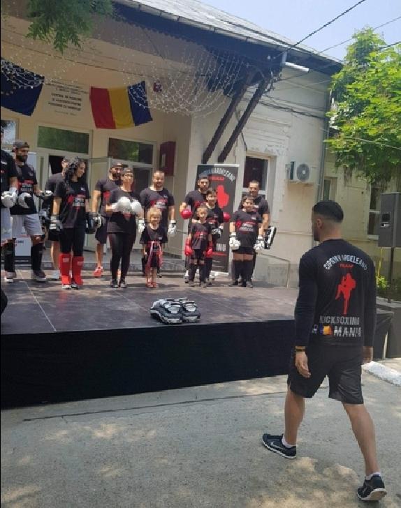 Ciprian Ardeleanu TEAM, a realizat o demonstraţie de Freestyle kickboxing la Centrul de Îngrijire şi Asistenţă Pentru Persoane Adulte Cu Handicap din Puchenii Mari