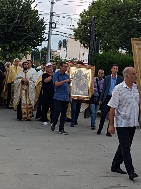 Biserica Eroilor din Ploieşti a fost gazda pelerinajului cu Icoana Maicii Domnului Pantanassa de la Arhiepiscopia Romanului