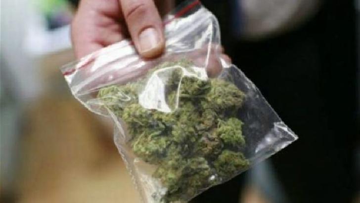 Un bărbat din Ploiesti a fost depistat cu droguri asupra sa