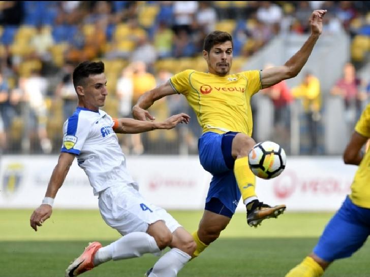 """Prima victorie """"acasa"""" in Liga a 2 a . Petrolul Ploiesti – Pandurii Tg.Jiu 2-1"""