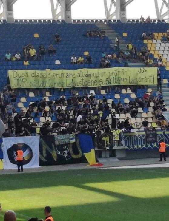 """Mesaje ale """"latinilor """"la meciul dintre Petrolul Ploieşti – Pandurii Tg. Jiu 2-1"""