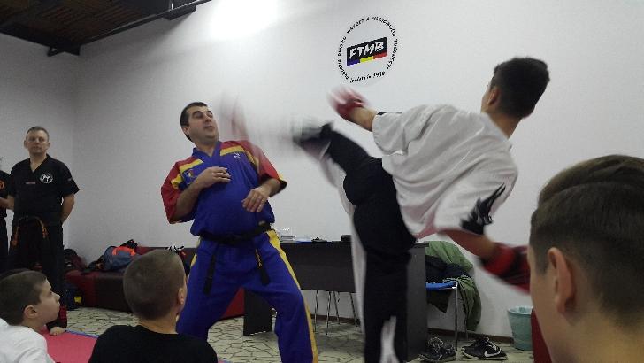 Sportivii cluburilor de freestyler-kickboxing invadează Costineştiul