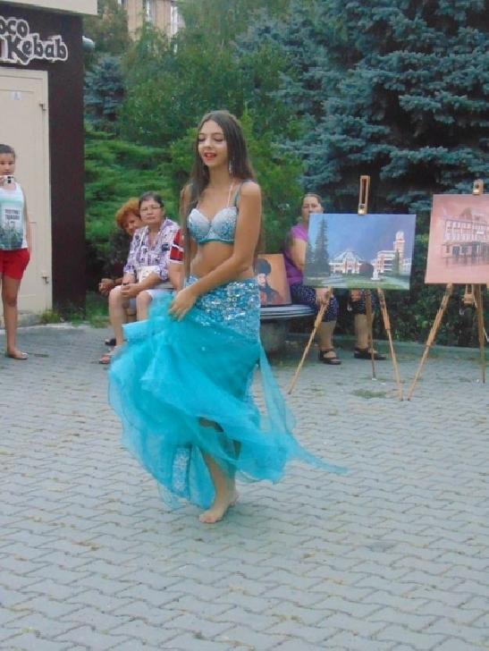 """FLASH INTERVIU CU IOANA POLYDORA, VIITOAREA STEA A BELLY DANCE-ULUI DIN ROMÂNIA. """"O toamnă bogată vă doresc, dragi cititori..."""""""