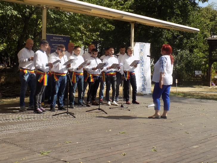 11  persoane private de libertate custodiate în regim semideschis din Penitenciarul Ploieşti au participat la Festivalul Naţional de Folclor pentru deţinuţi