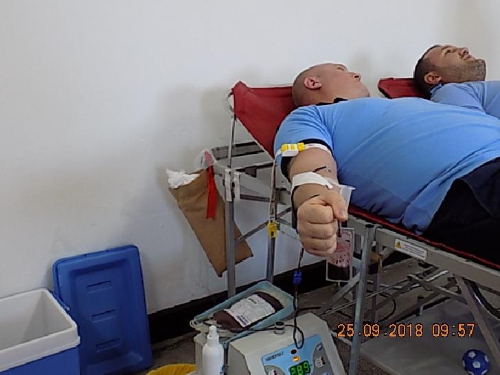 """Functionarii de la Penitenciarul Ploiesti au donat sange in cadrul campaniei """"Donează o şansă la viaţă"""""""