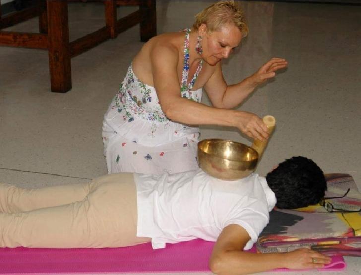 La Fitness Club Nico Ploiesti vine terapia Souand Healing  cu gonguri