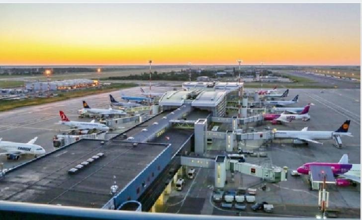 O aeronavă Wizz Air a aterizat de urgenţă pe Aeroportul Otopeni din cauza unei alerte cu bombă